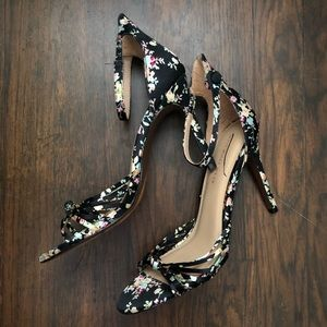 NWOT Who What Wear floral heels